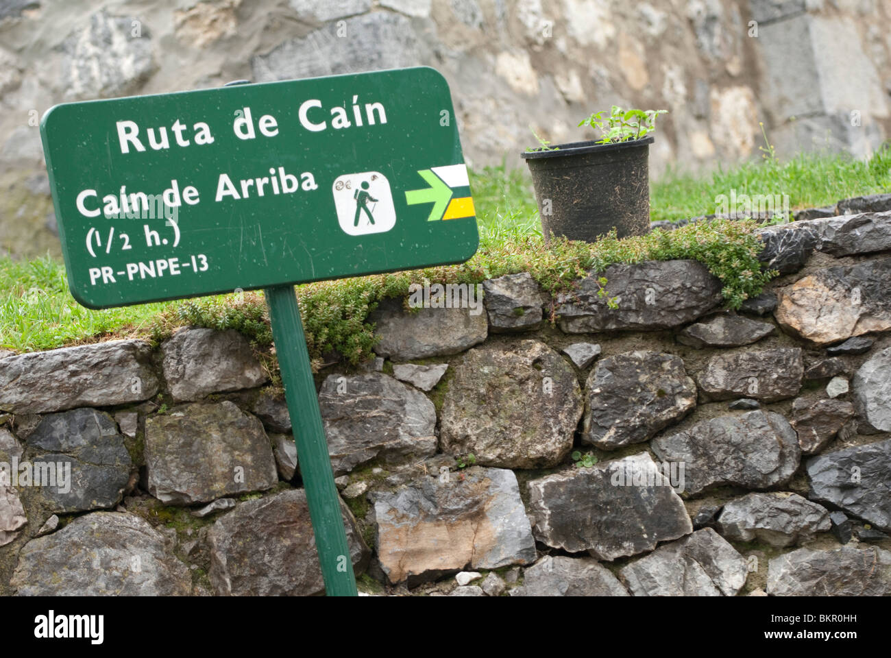 Sign in the village of Cain at the start of the Cares Gorge walk.  Picos de Europa, Northern Spain - Stock Image