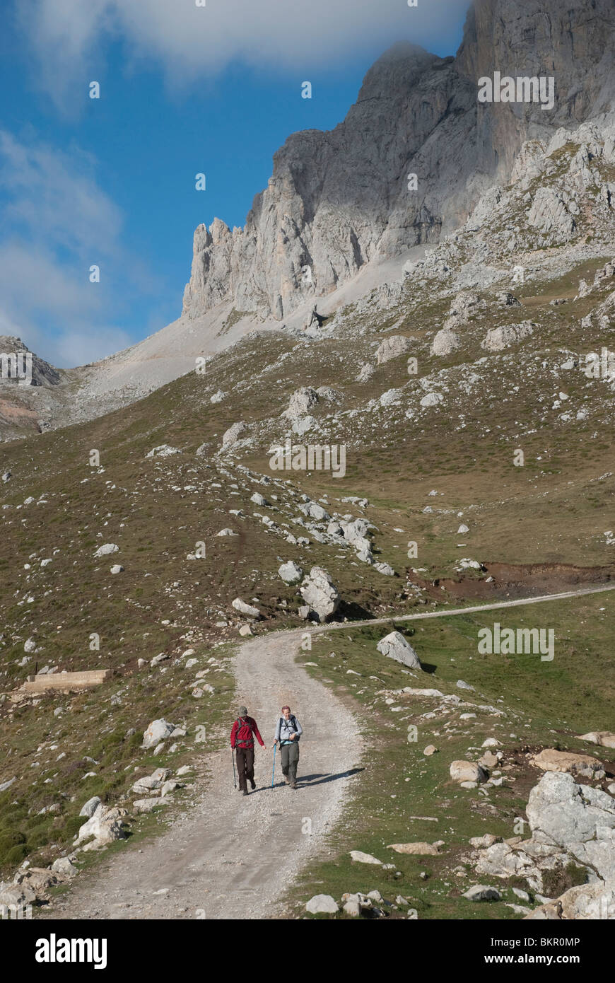 Mountain hikers in the Aliva valley, Central Massif, Picos de Europa, Northern Spain - Stock Image