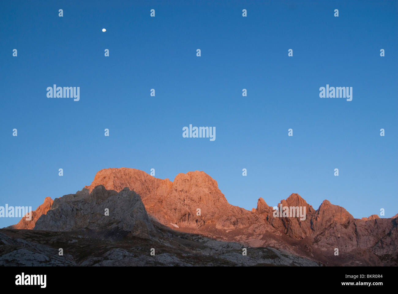 Sunrise across the peaks of the Central Massif, Picos de Europa, Northern Spain - Stock Image