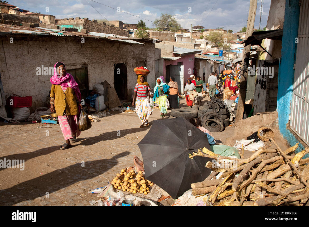 Ethiopia, Harar. Local Harari women do their early morning shopping. - Stock Image
