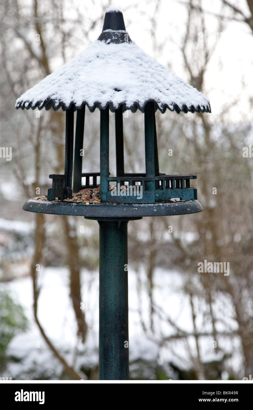 Birdhouse covered in snow - Stock Image