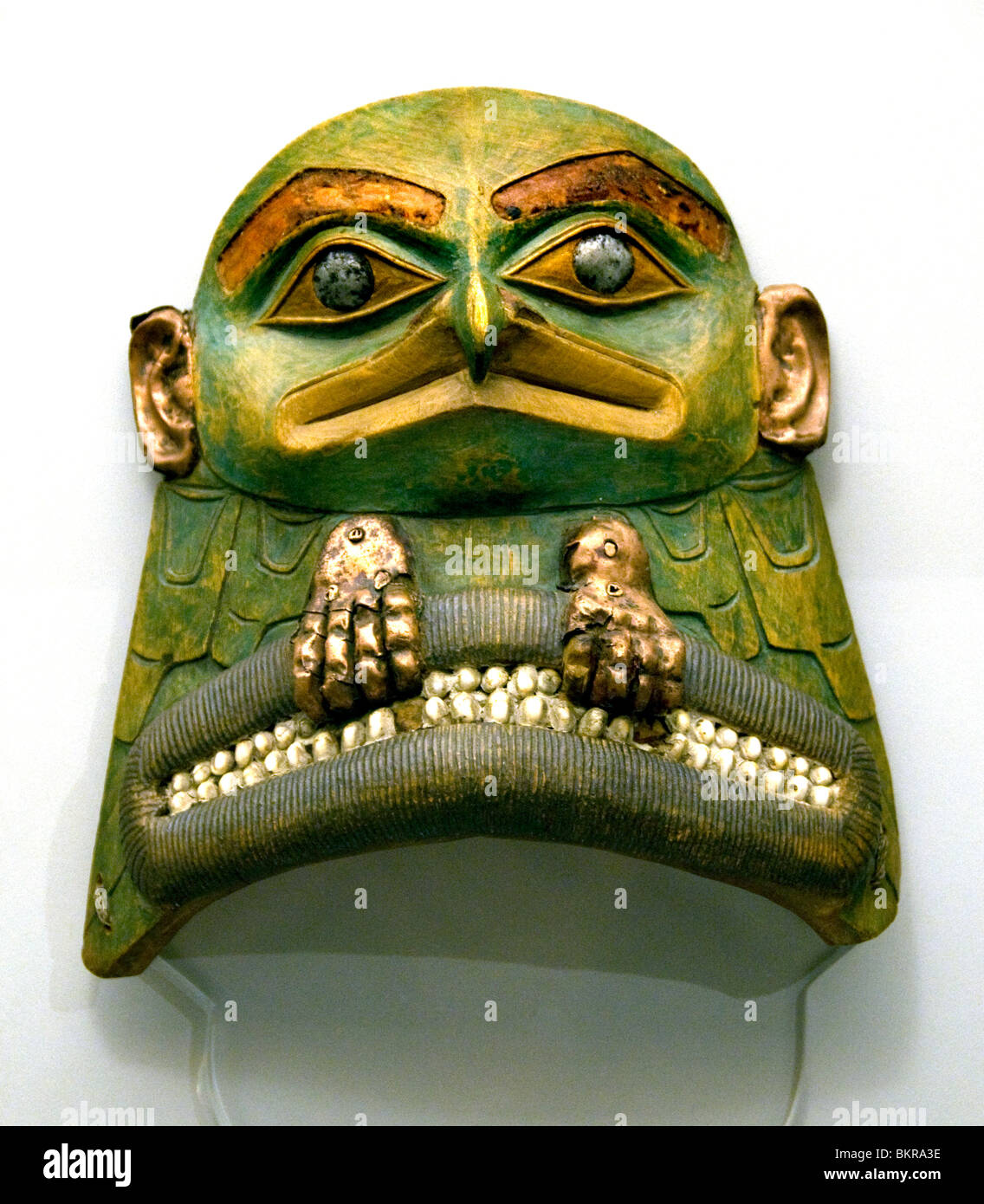 Tlingit Indians 18 Cent  North America face mask with lucida male spirit articulated by the shaman in their actions - Stock Image