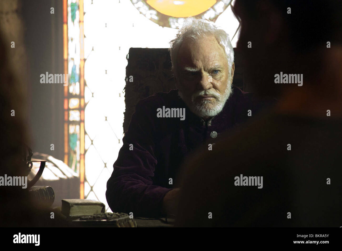 DOOMSDAY (2008) MALCOLM MCDOWELL NEIL MARSHALL (DIR) DDSY 013 - Stock Image