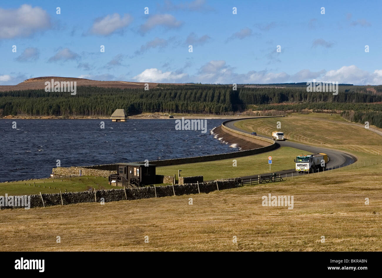 Kielder Water reservoir and dam with valve tower - Stock Image