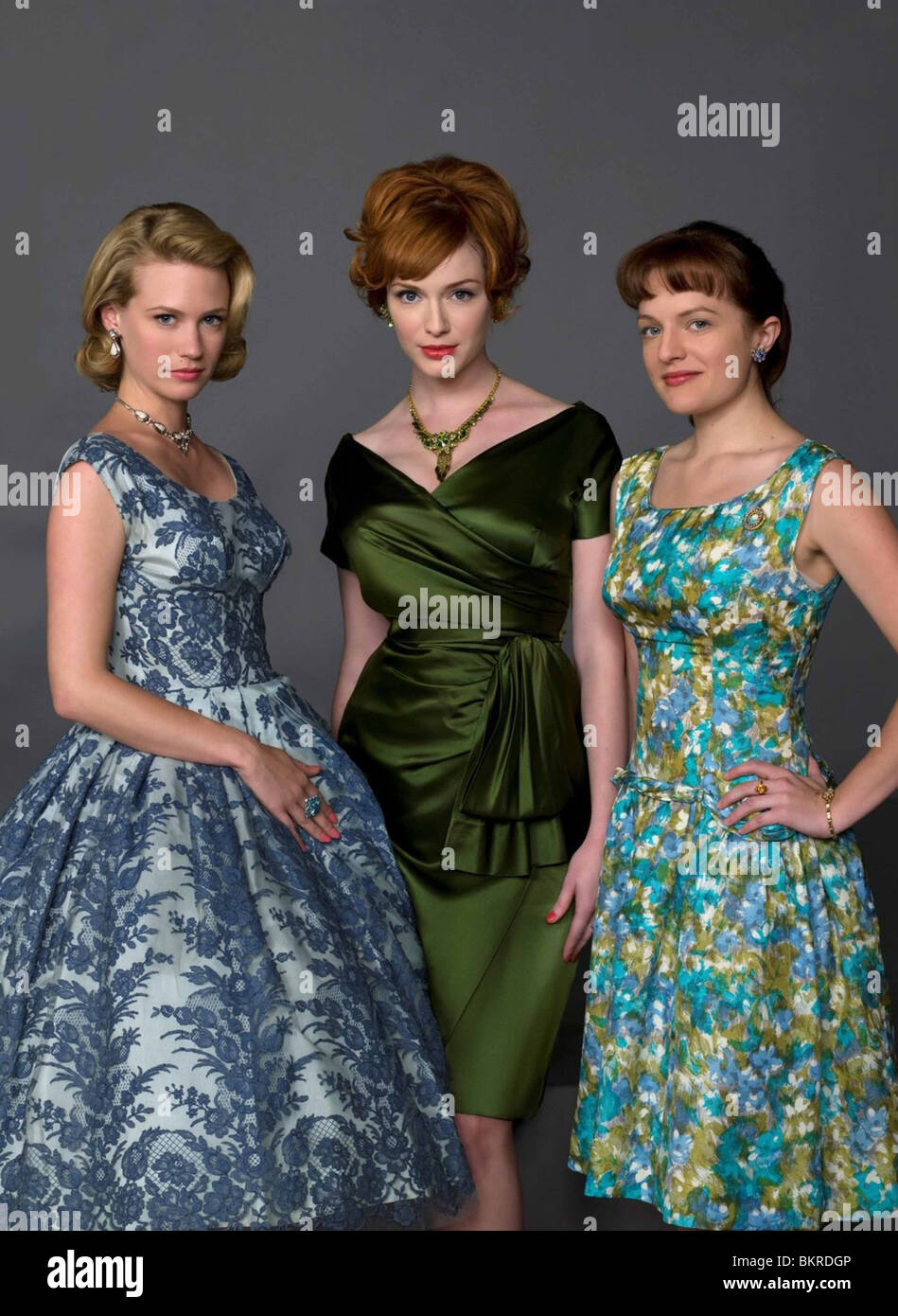 MAD MEN (TV) (2007) CHRISTINA HENDRICKS, ELISABETH MOSS, JANUARY JONES 001 - Stock Image