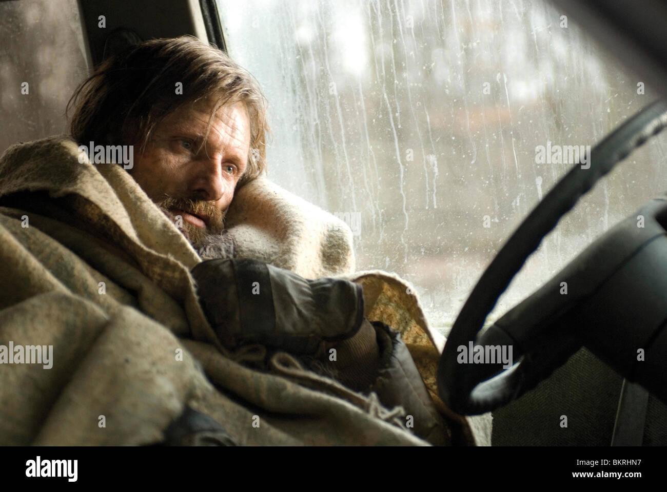 THE ROAD (2009) VIGGO MORTENSEN JOHN HILLCOAT (DIR) 003 - Stock Image