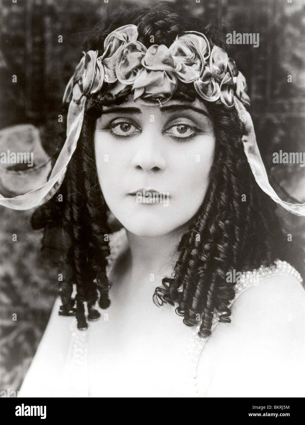 THEDA BARA (PORTRAIT) IN CLEOPATRA (1917) 004 - Stock Image