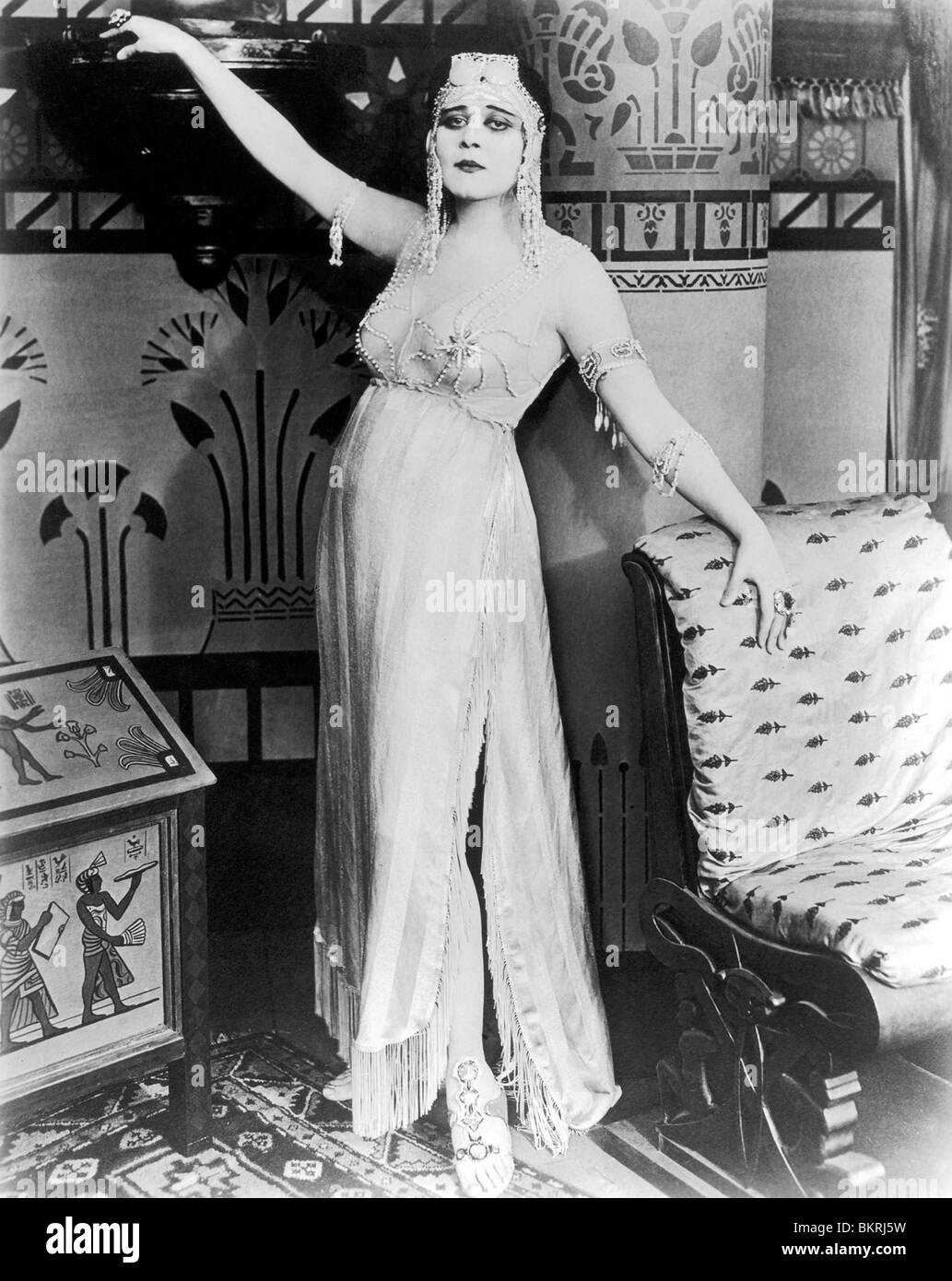 THELMA TODD (PORTRAIT) IN CLEOPATRA (1917) 001 - Stock Image
