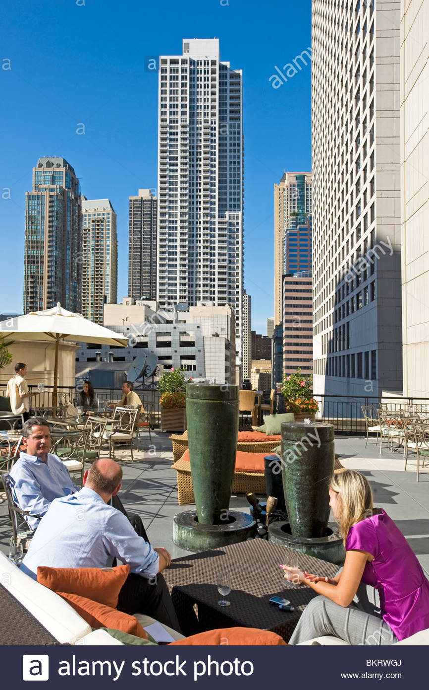 The terrace lounge-bar of the Affinia Chicago hotel. Chicago,Illinois,Usa - Stock Image
