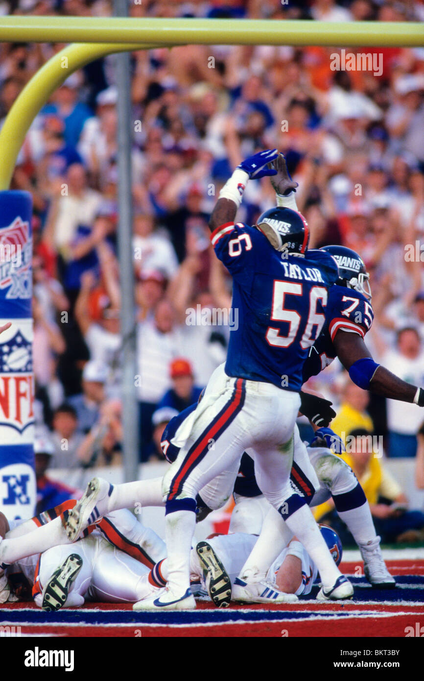 huge discount 826a7 28e10 Lawrence Taylor New York Giants-56 celebrating after sacking ...