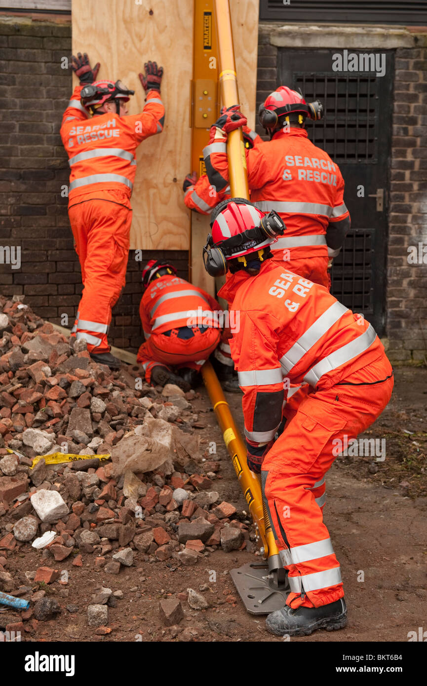 Fire service USAR shoring up building - Stock Image