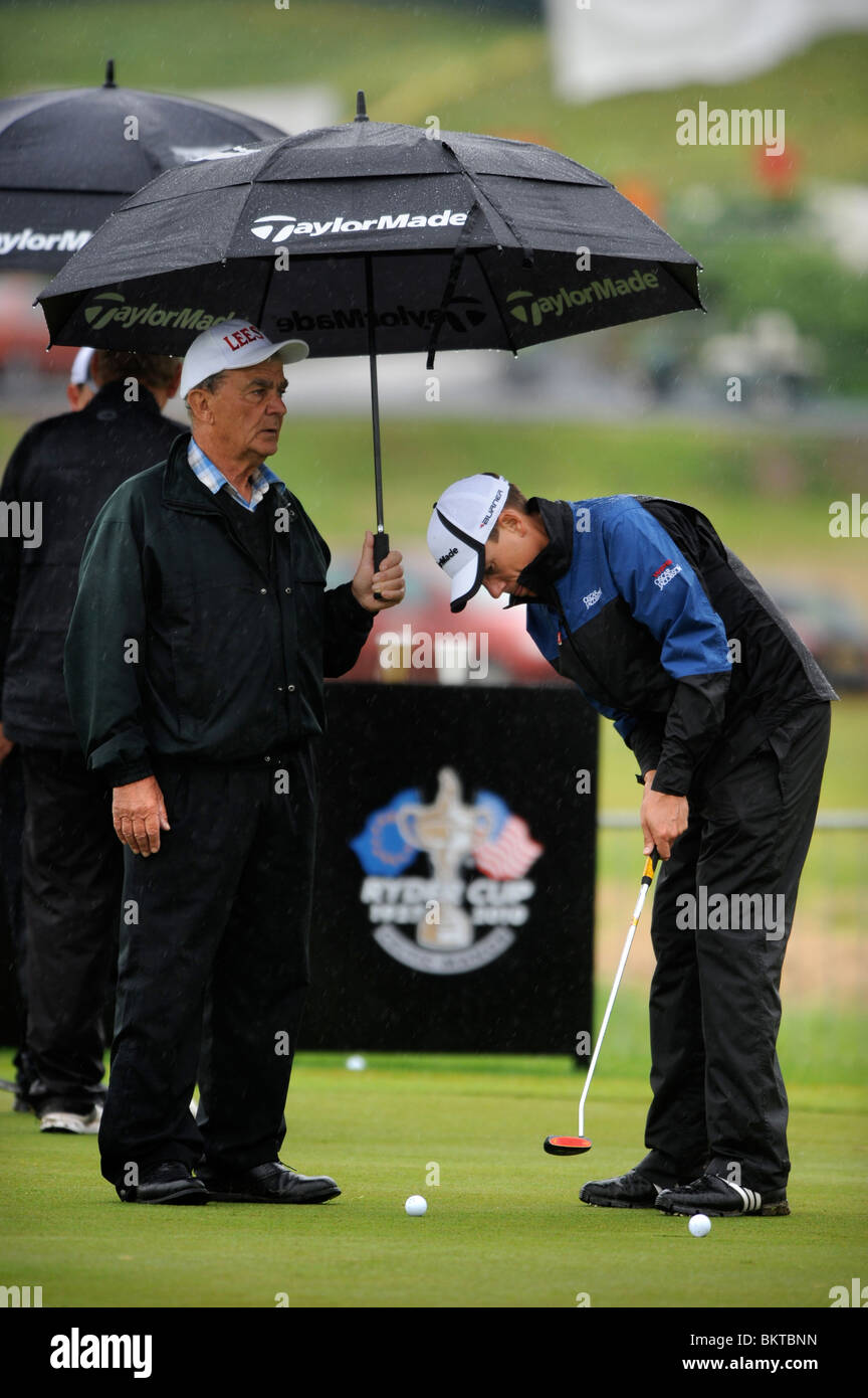 Golfers practise their putting despite the welsh rain at the Celtic Manor Wales Open 2008 - Stock Image