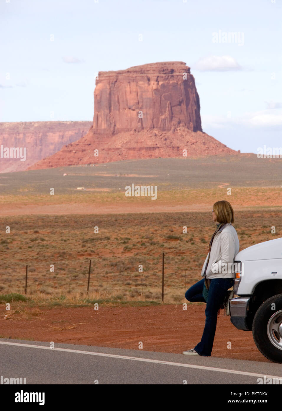 Female tourist leaning on Cruise America RV campervan Monument Valley Highway 163 Arizona Utah border USA Kim Paumier - Stock Image
