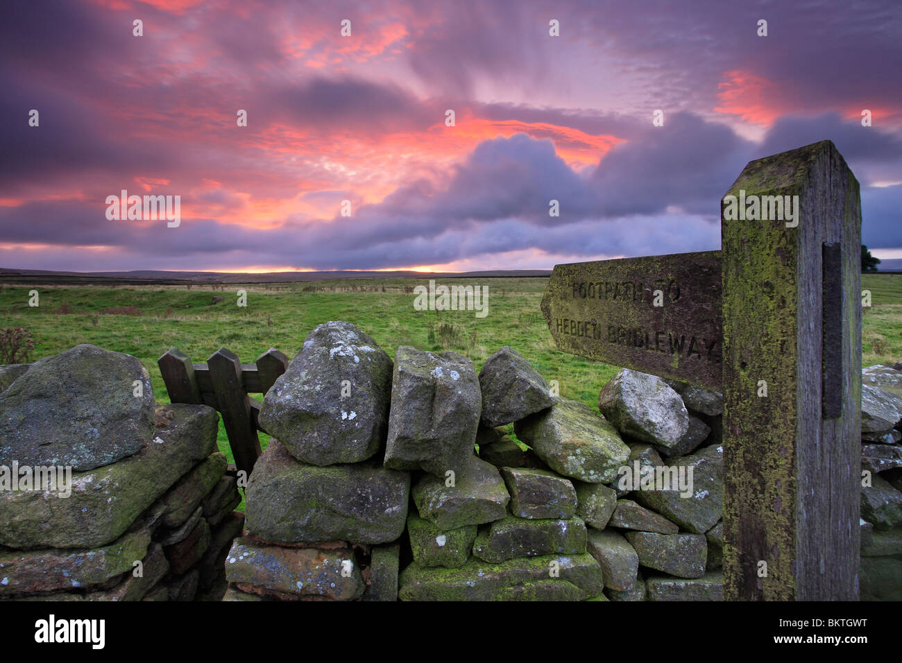 A signpost marks the way toward the Hebden Bridleway near Grassington in the Yorkshire Dales of England - Stock Image