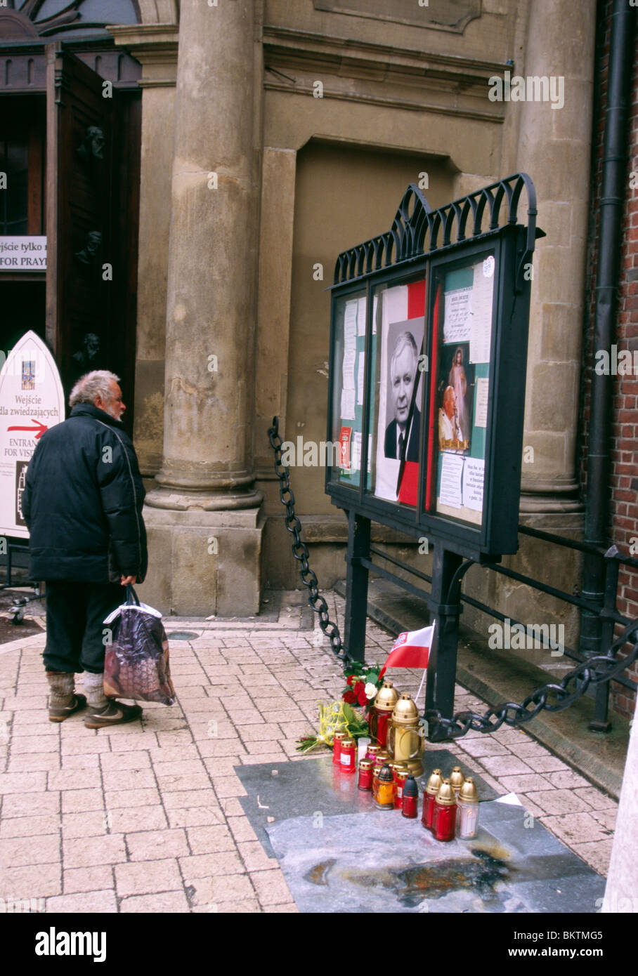 Krakow, 10 April 2010 -- Improvised memorial for President Lech Aleksander Kaczyński on the day he died in the crash - Stock Image