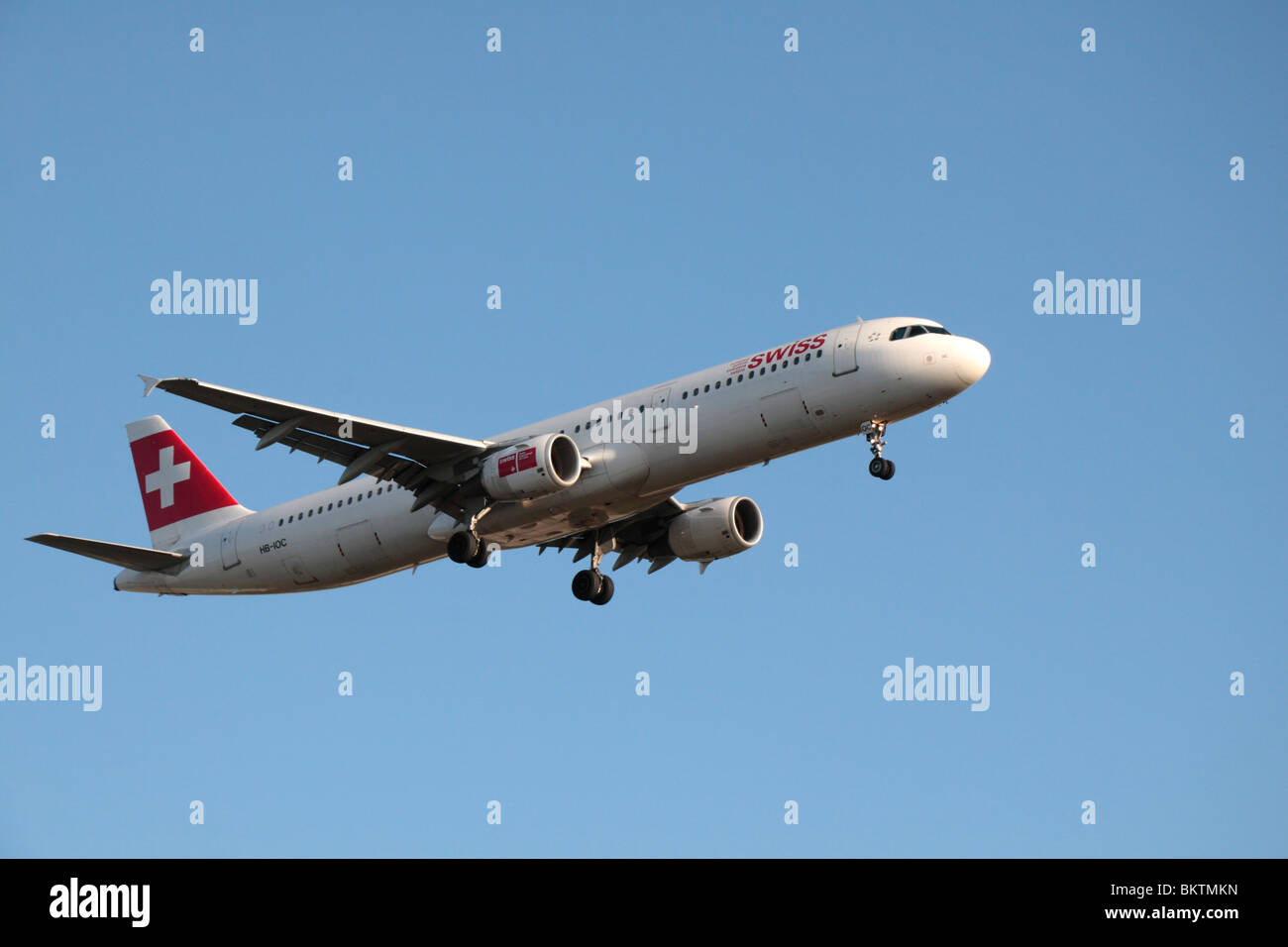 A Swissair Airbus A321-111 coming in to land at London Heathrow, UK.  August 2009. (HB-IOC) - Stock Image