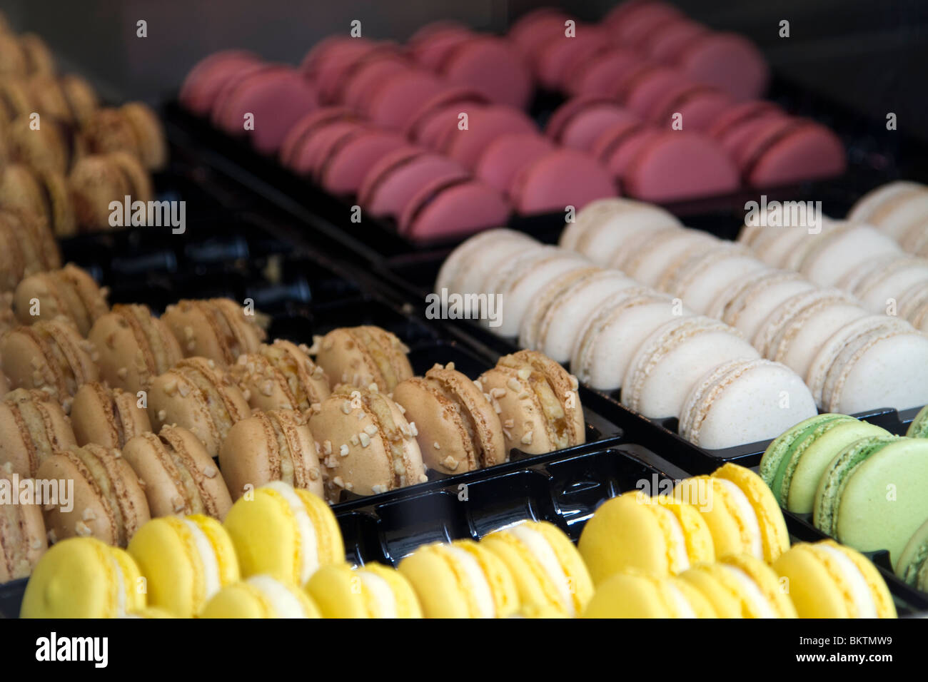 Macaron for sale in a Patisserie in Marais district, Paris - Stock Image
