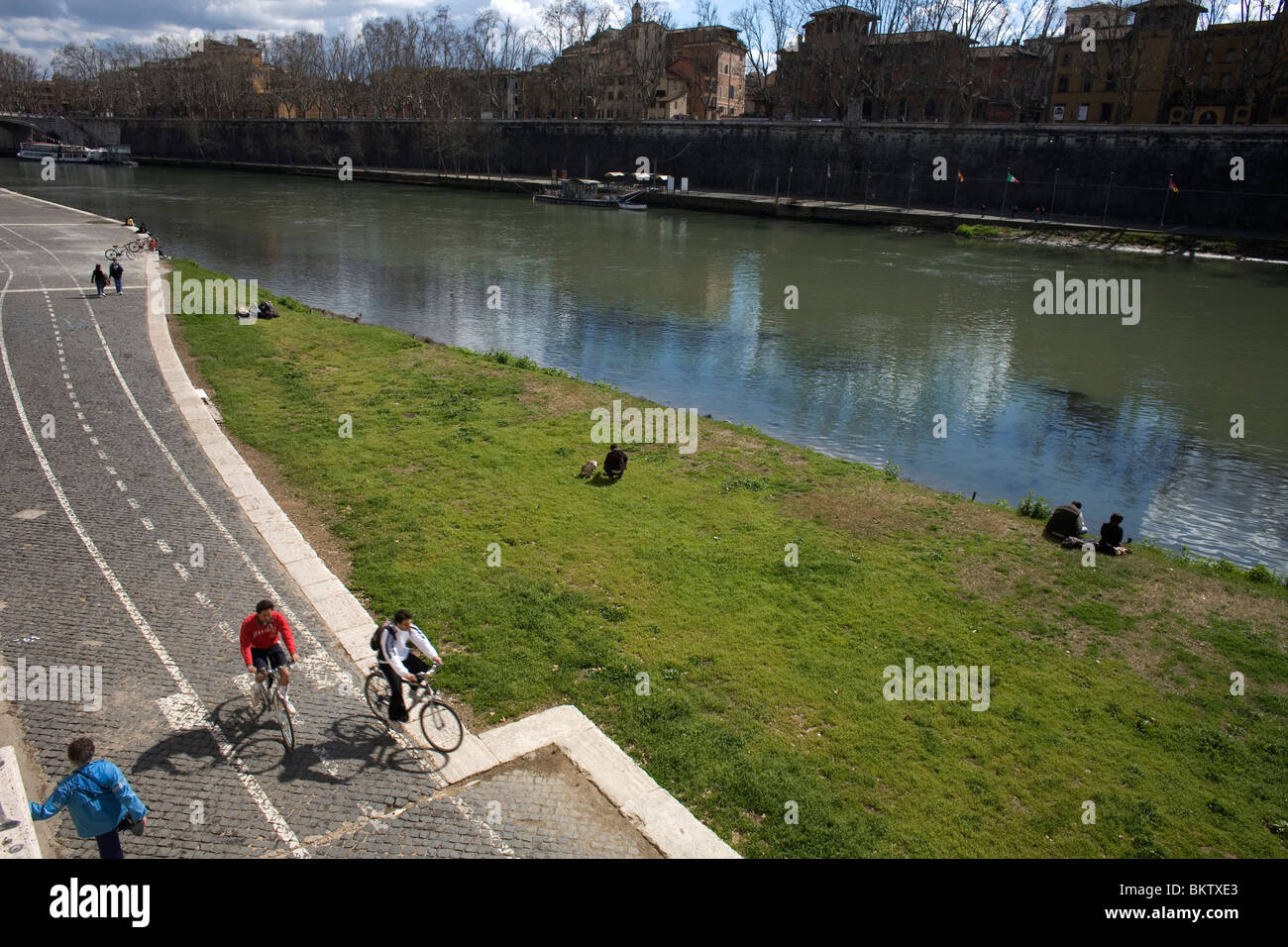 People exercise along the Tiber River in Rome, March 9, 2008. Photo/Chico Sanchez Stock Photo