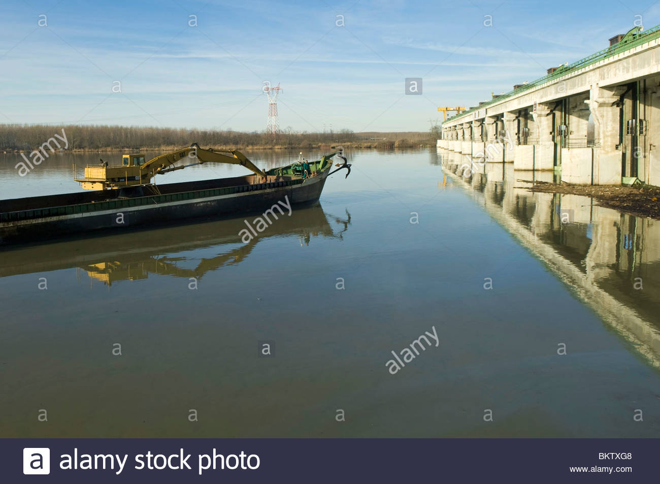 Oil pollution in the Po river near Enel power station,isola serafini,emilia romagna,italy - Stock Image