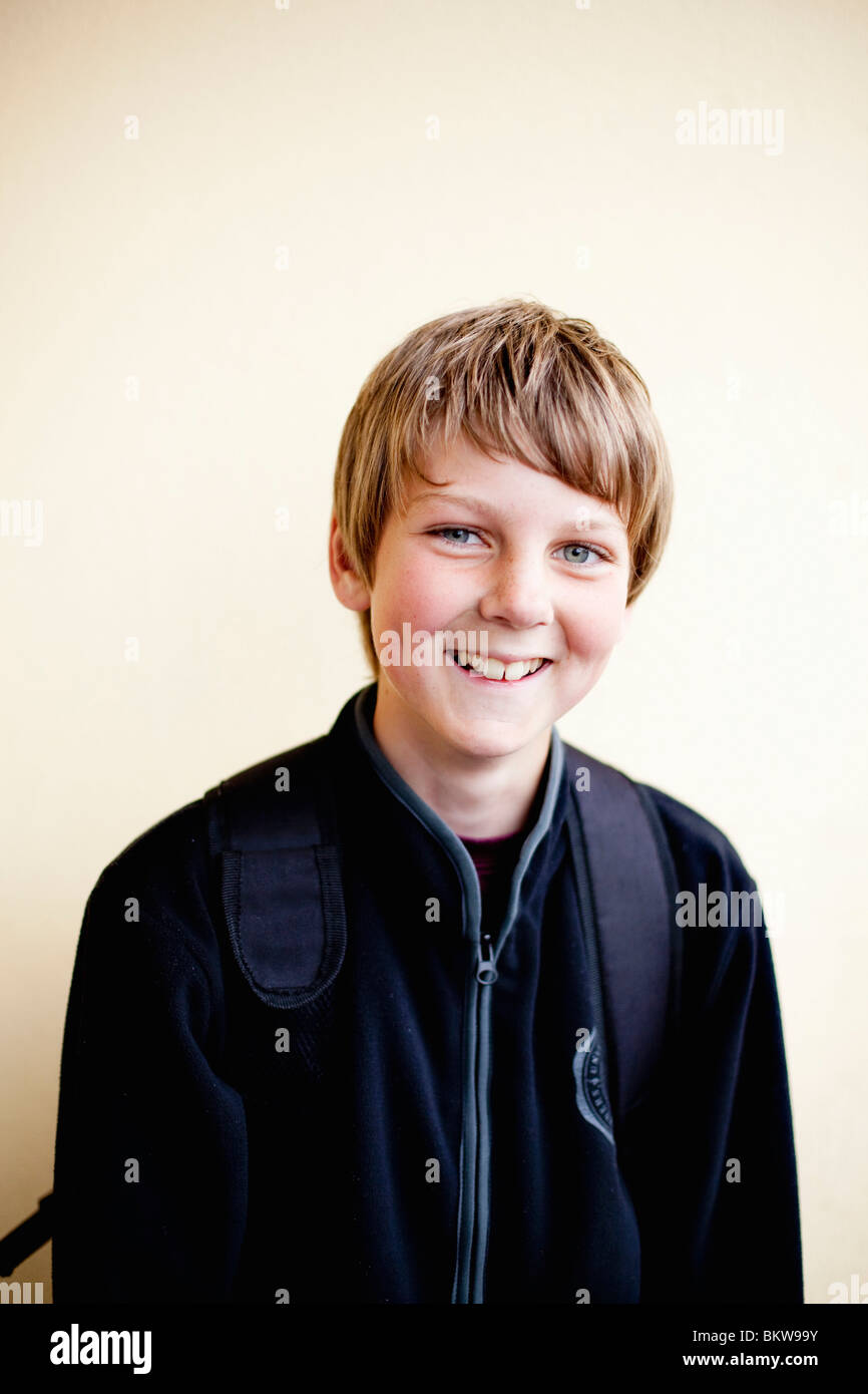 Boy infront of wall - Stock Image