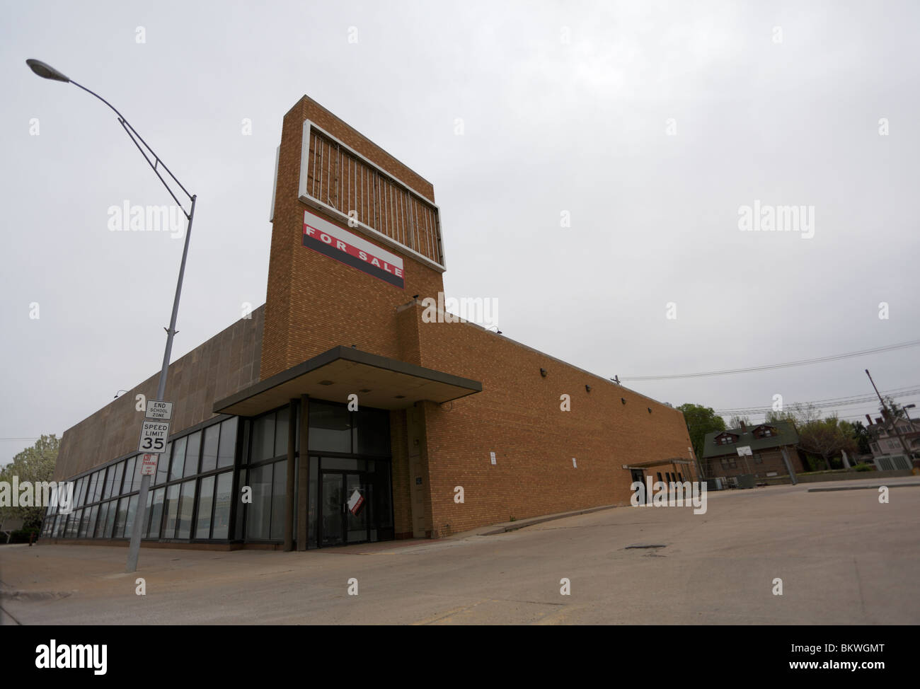 Former supermarket building, for sale. - Stock Image