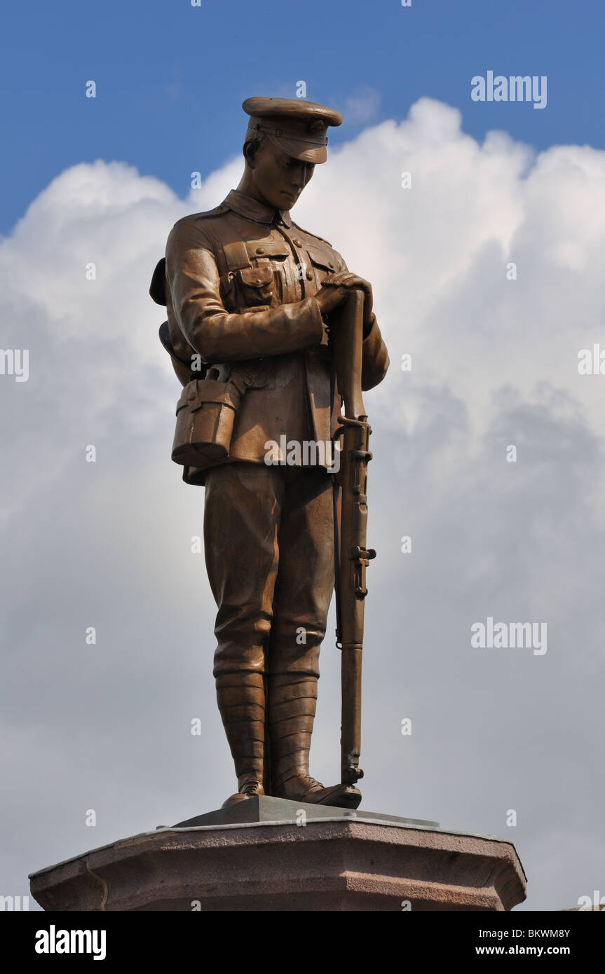 Statue of 1st World War soldier on top of the war memorial ...