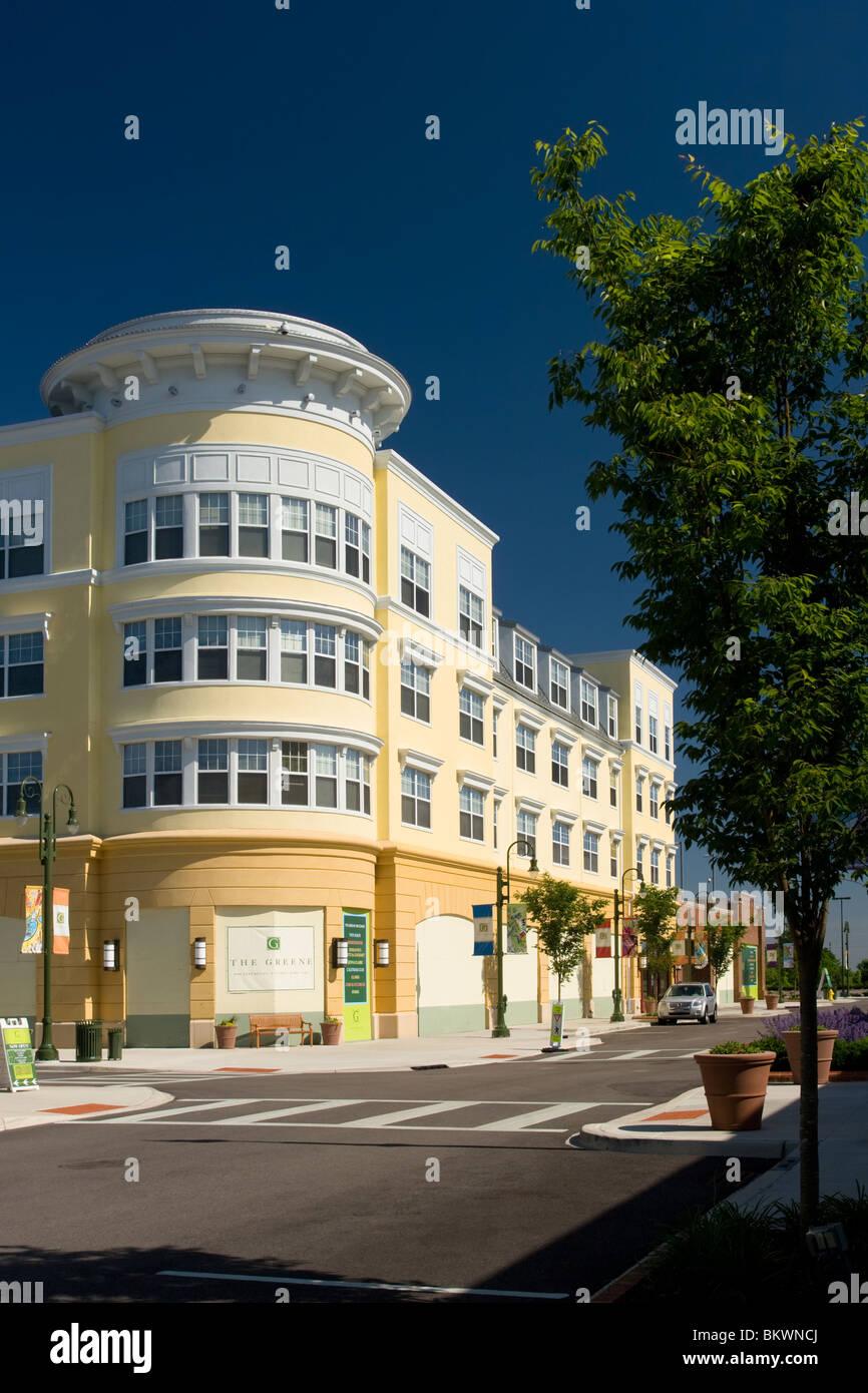 Yellow and White Building against blue sky. Round building. At The Greene, Beavercreek, Dayton, Ohio, USA. - Stock Image