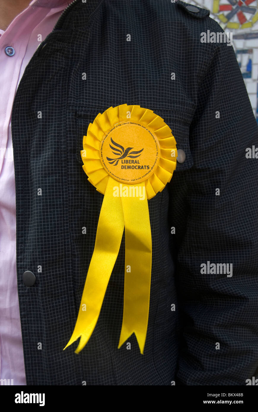 2010 Genera Election East . Columbia Road polling station.Liberal democrat rosette - Stock Image
