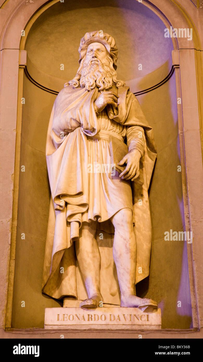 Florence - Leonardo da Vinci statue on the facade of Uffizi gallery by Luigi Pampaloni. Stock Photo