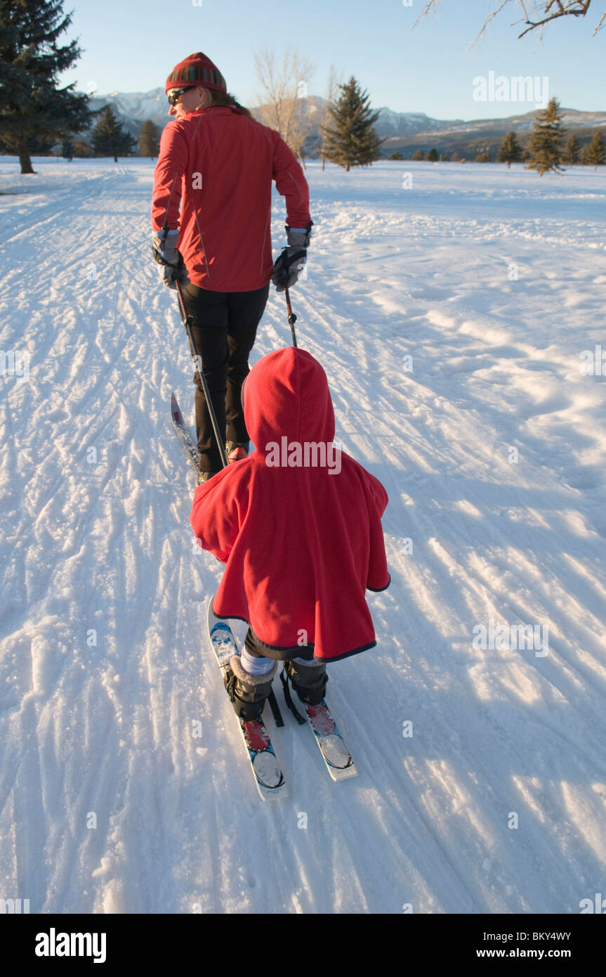 Mother and daughter Nordic skiing in Durango, Colorado. - Stock Image