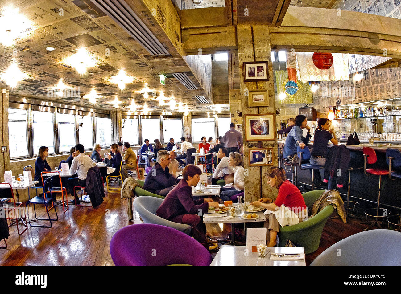 Paris France Adults Eating Lunch In Trendy Paris Bistro Bar Top Of Stock Photo Alamy