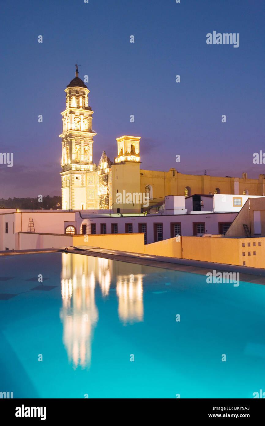 The roof terrace of the La Purificadora hotel has a view of convento de San Francisco, Heroica Puebla de Zaragoza, - Stock Image
