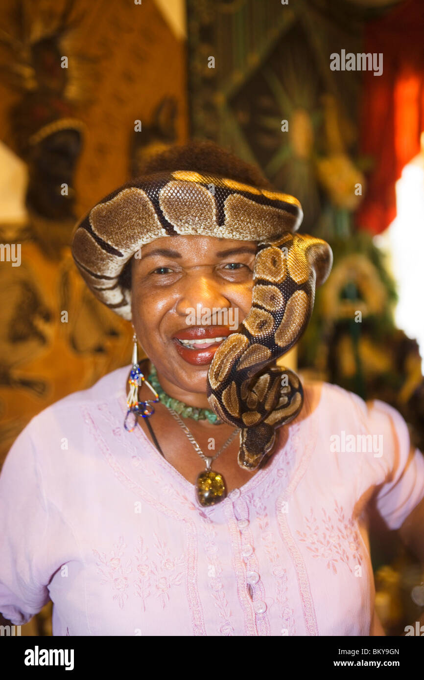Voodoo Priest Miriam with her snake, French Quarter, New Orleans, Louisiana, USA - Stock Image