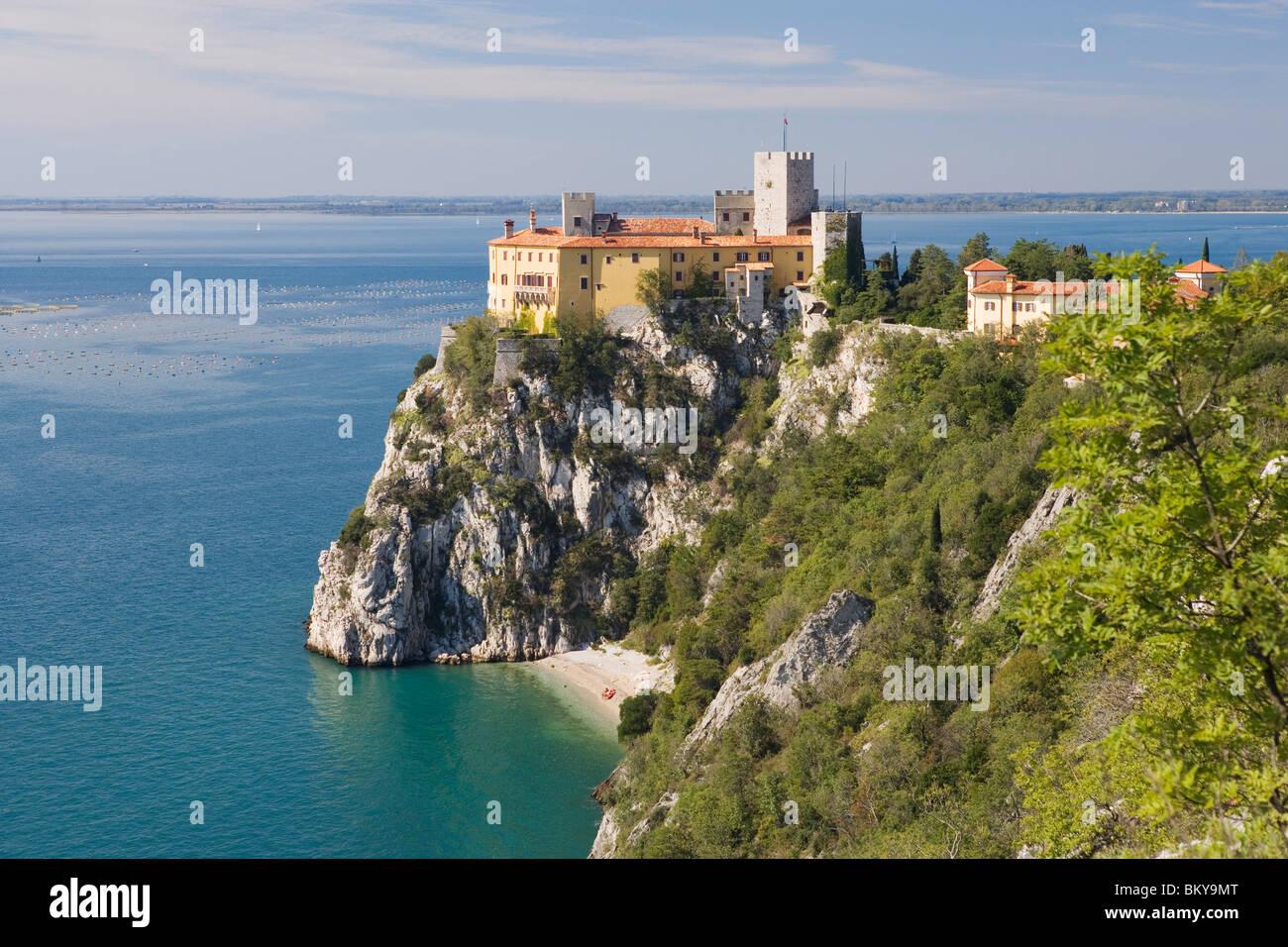 Duino castle on the coast north of trieste friuli venezia for Arredamento friuli venezia giulia