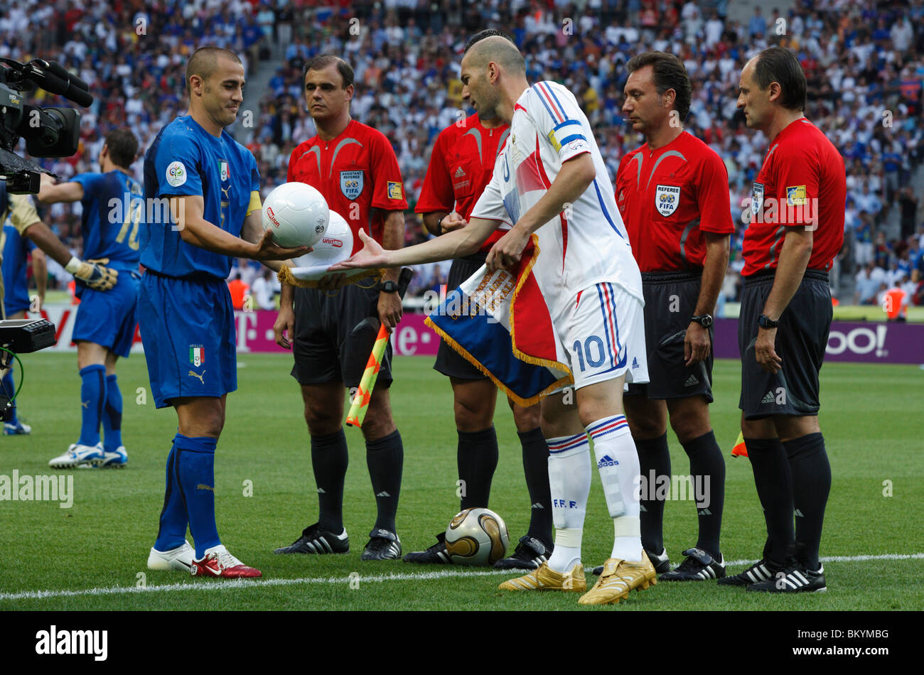 Italy team captain Fabio Cannavaro and France team captain Zinedine Zidane  exchange balls before the 2006 World Cup final match. 70fc918b7