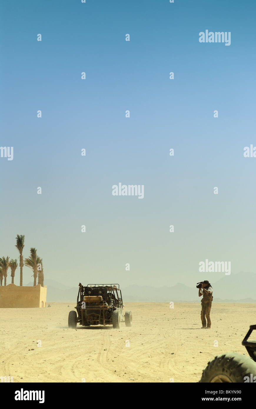 Operator filming desert safari, North Africa, Egypt - Stock Image