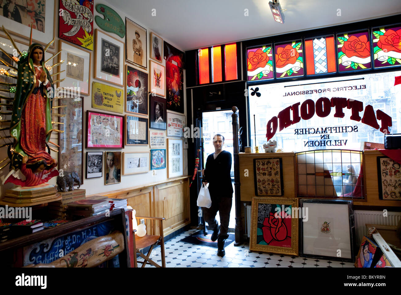 Henk schiffmacher 39 s hanky panky tattoo parlour amsterdam for The parlour tattoo