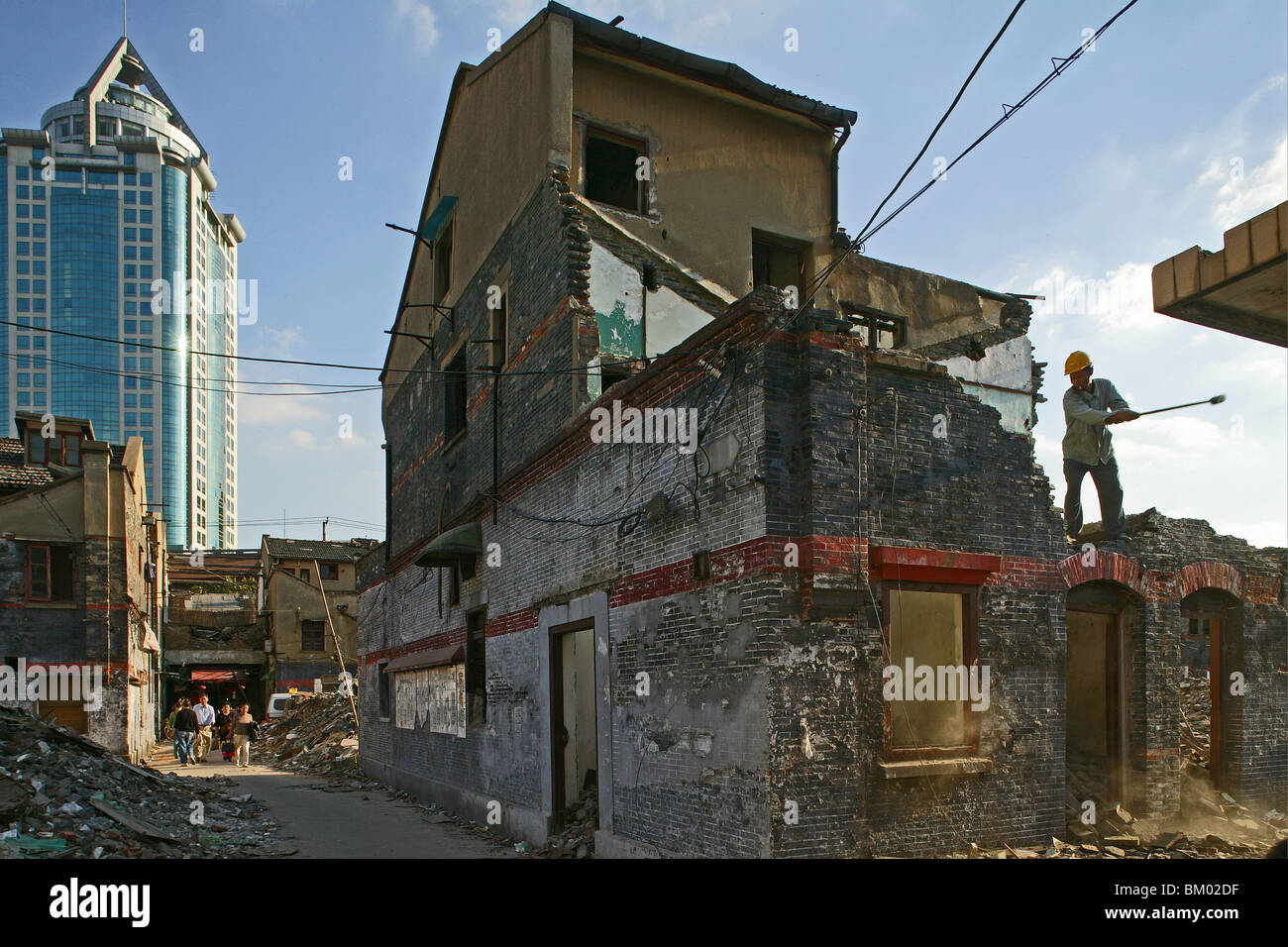 demolitian Hongkou, demolition worker, redevelopment area - Stock Image