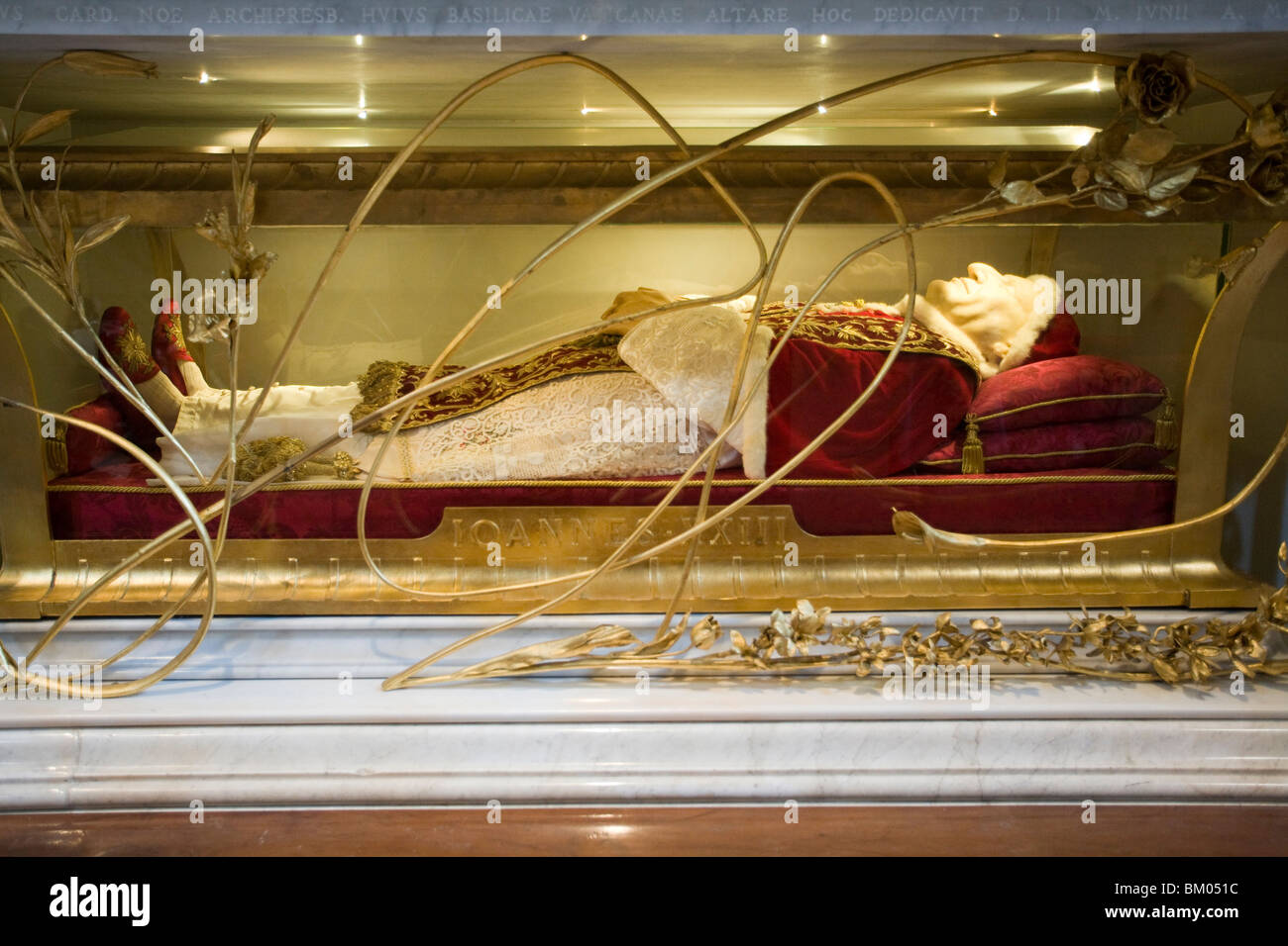 The body of the pope John XXIII, preserved in Saint Peter ...