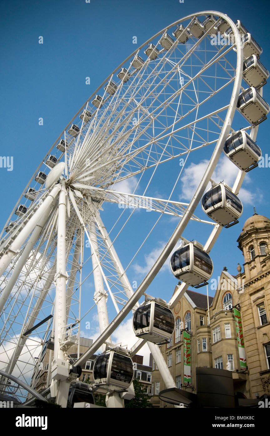 Sheffield city big wheel uk ferris wheels sightseeing city centre center uk town - Stock Image