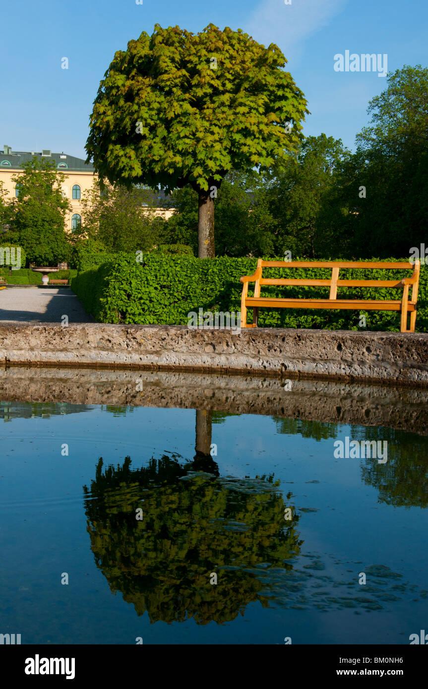 Hofgarten fountain water reflections, Munich, Germany. - Stock Image