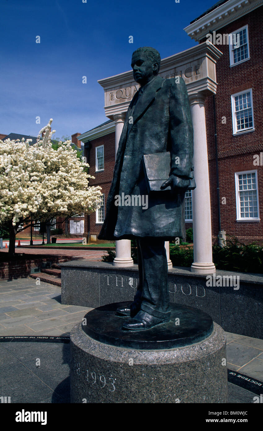 Statue in front of a building, Thurgood Marshall Memorial Statue, Annapolis, Maryland, USA - Stock Image