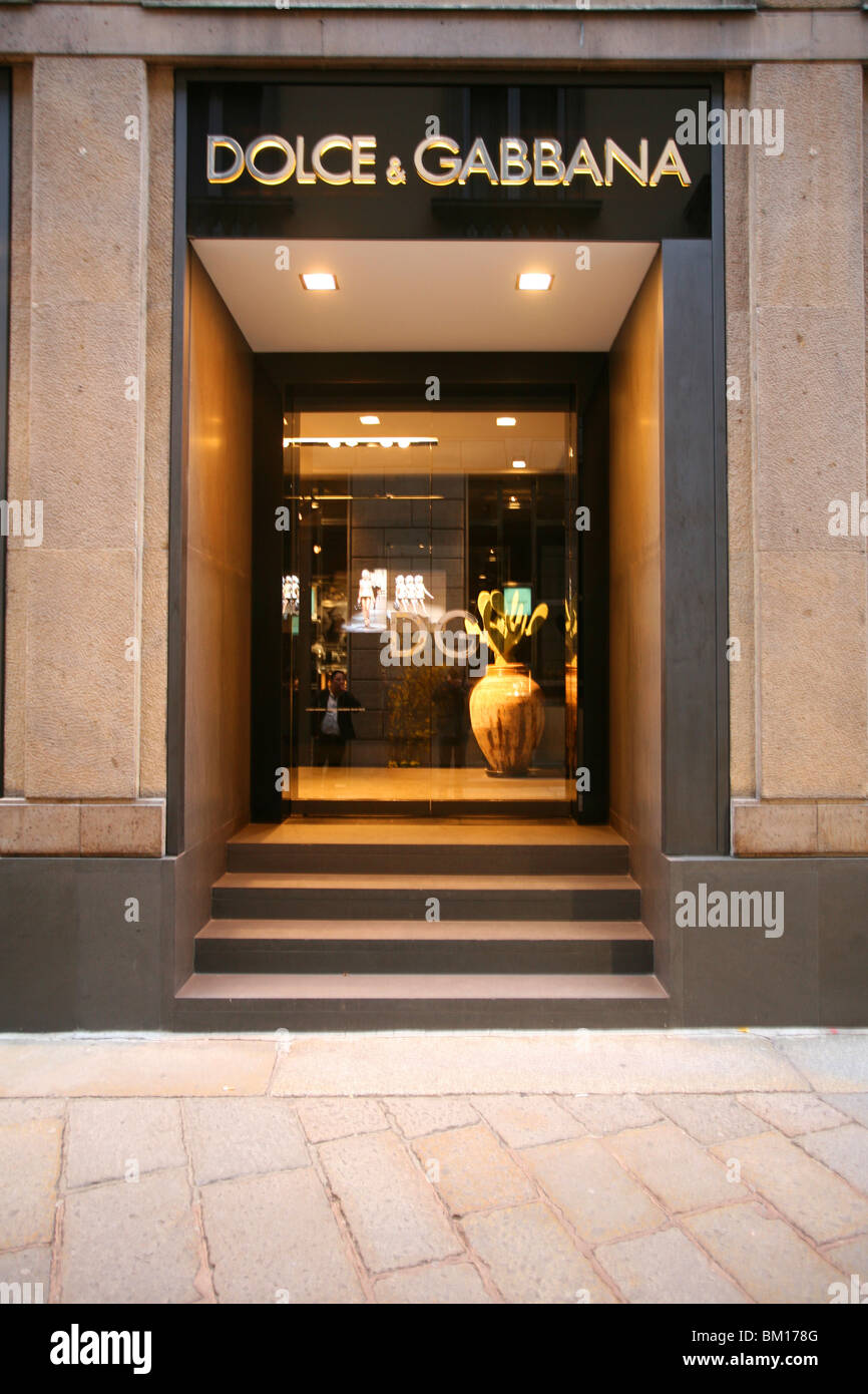Dolce   Gabbana fashion shop 470e5945610d5
