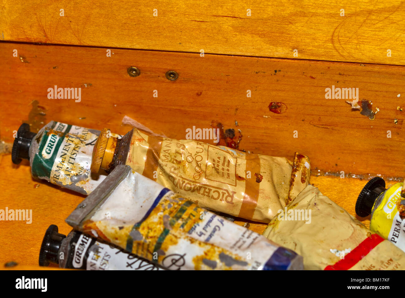 Old tubes of oil paint in a wooden box - Stock Image