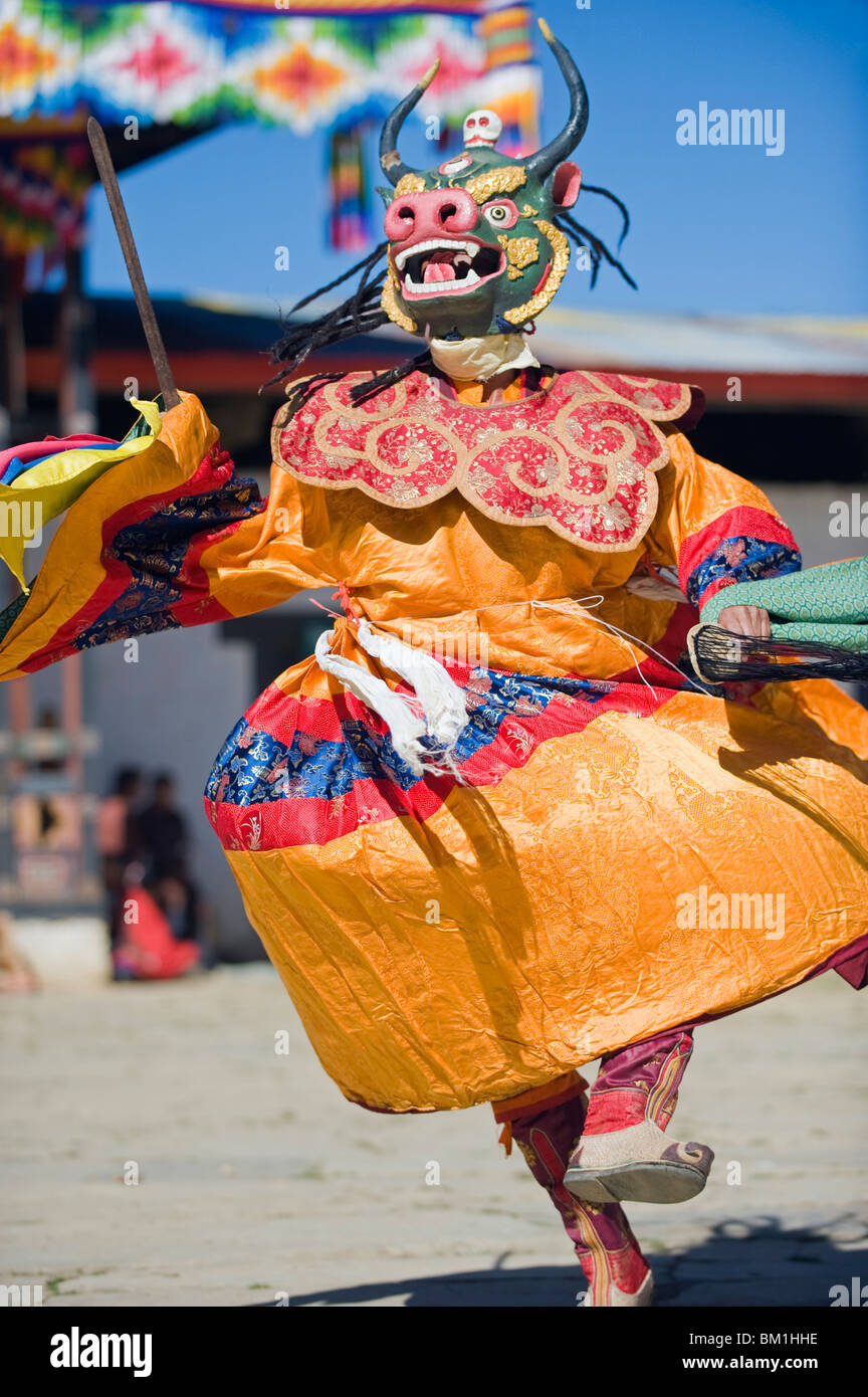 Dancers in costume at Tsechu (festival), Gangtey Gompa (Monastery), Phobjikha Valley, Bhutan, Asia - Stock Image