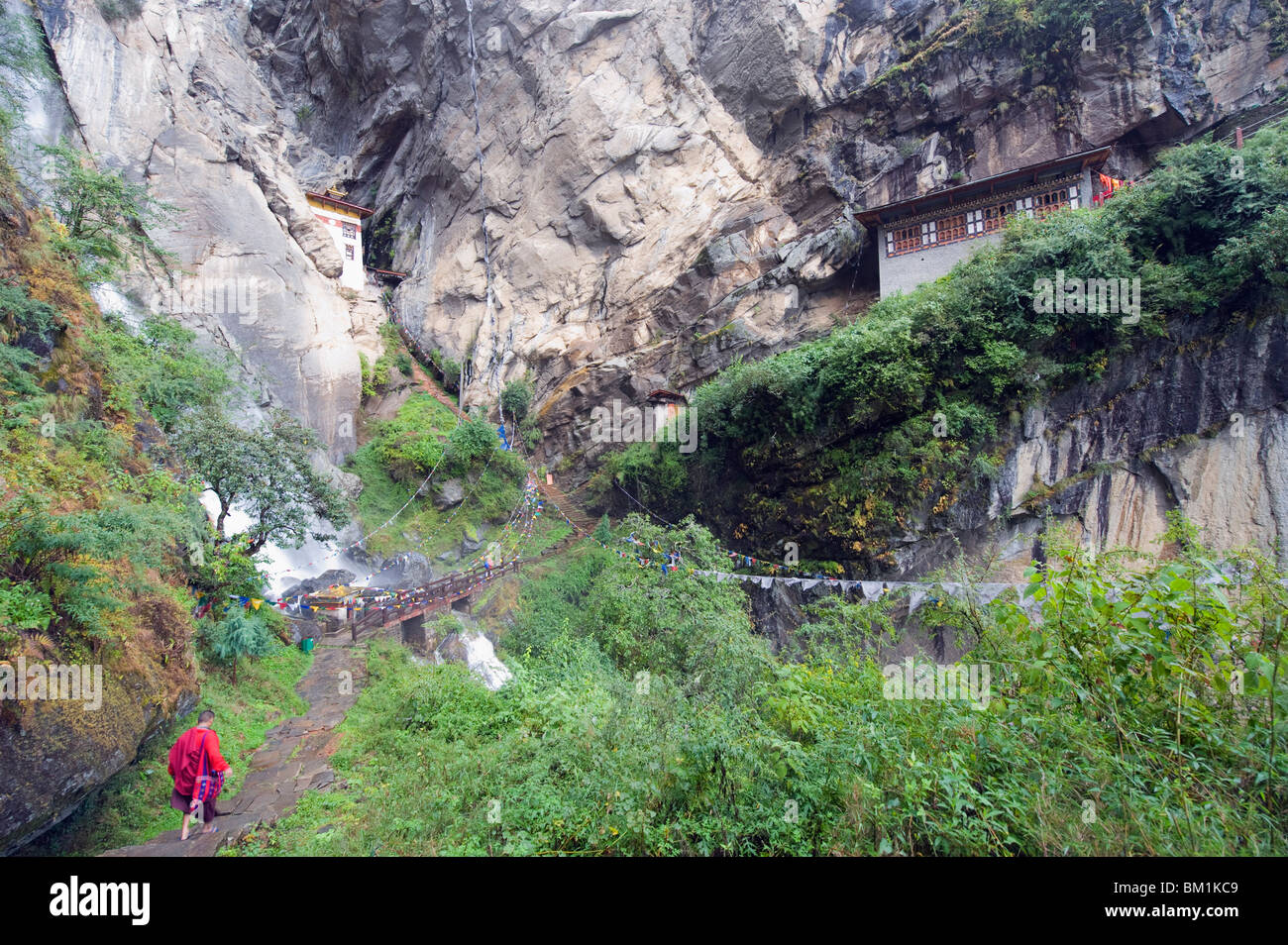 A monk on his way to Tigers Nest (Taktsang Goemba), Paro Valley, Bhutan, Asia - Stock Image