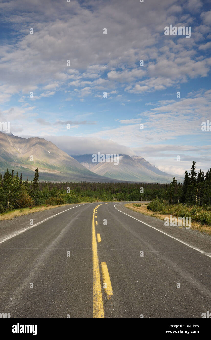 Road and Dalton Range, Kluane National Park and Reserve, Yukon Territory, Canada, North America - Stock Image