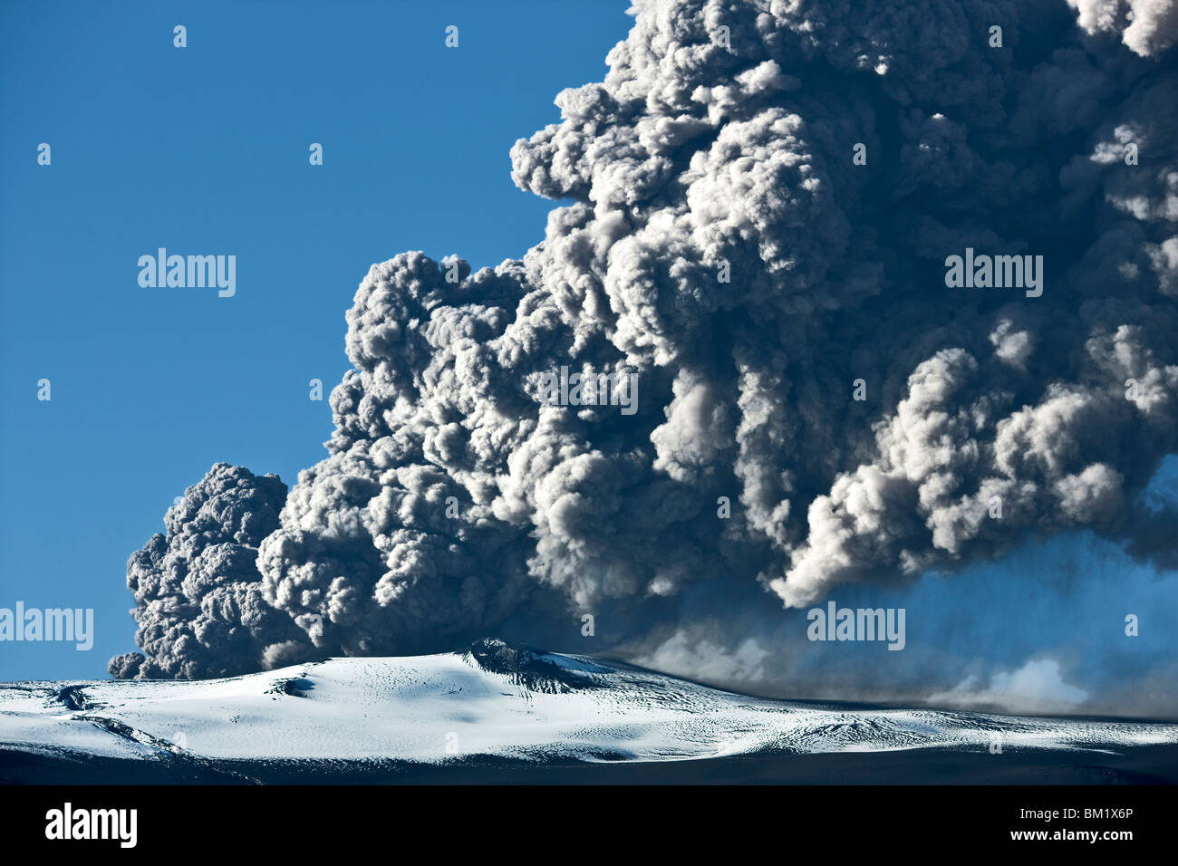 Ash cloud rising from the Eyjafjallajokull volcano in Iceland - Stock Image