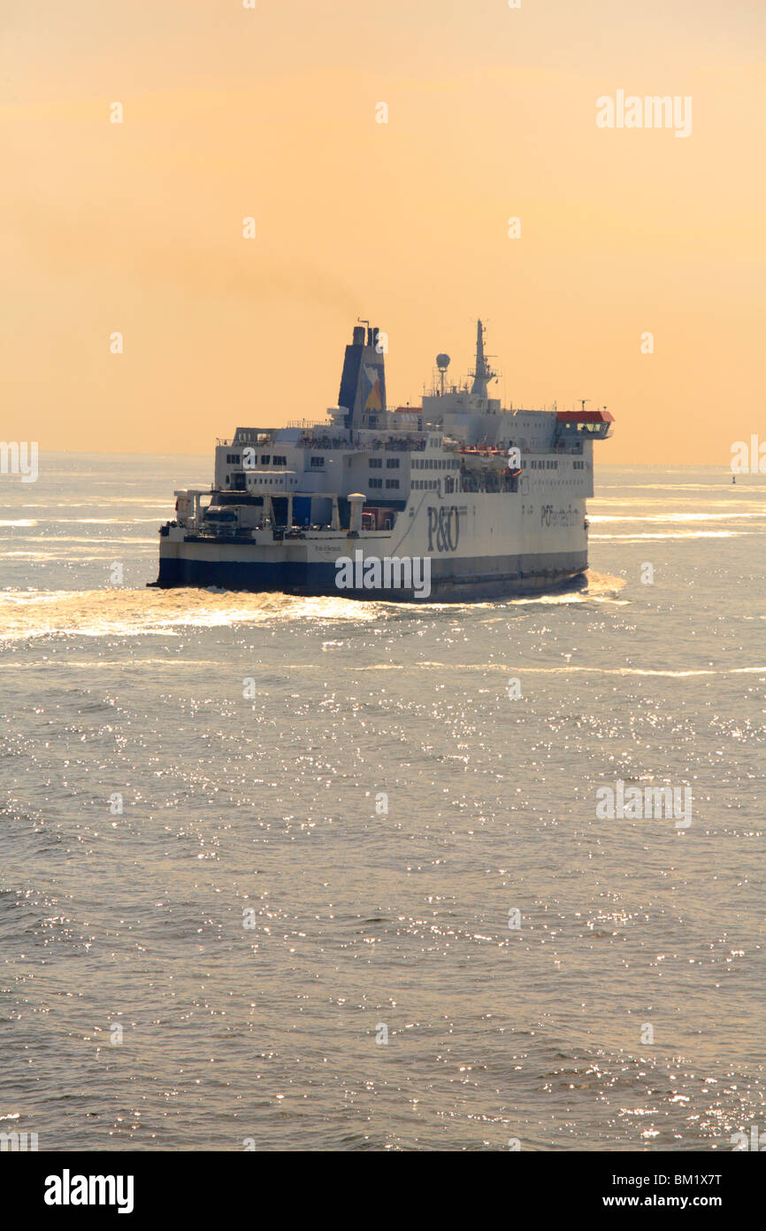 P&O Ferries, Pride of Burgundy, shimmering in a heat haze. - Stock Image