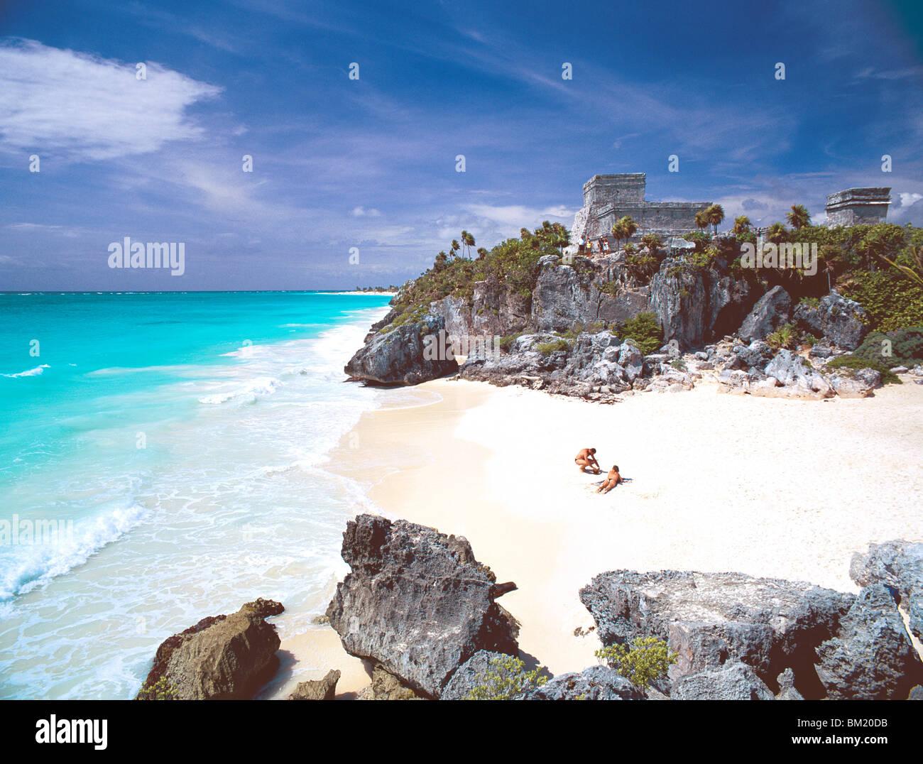 Mayan ruins overlooking the Caribbean Sea and beach at Tulum, Quintana Roo State, Yucatan Peninsula, Mexico, North - Stock Image